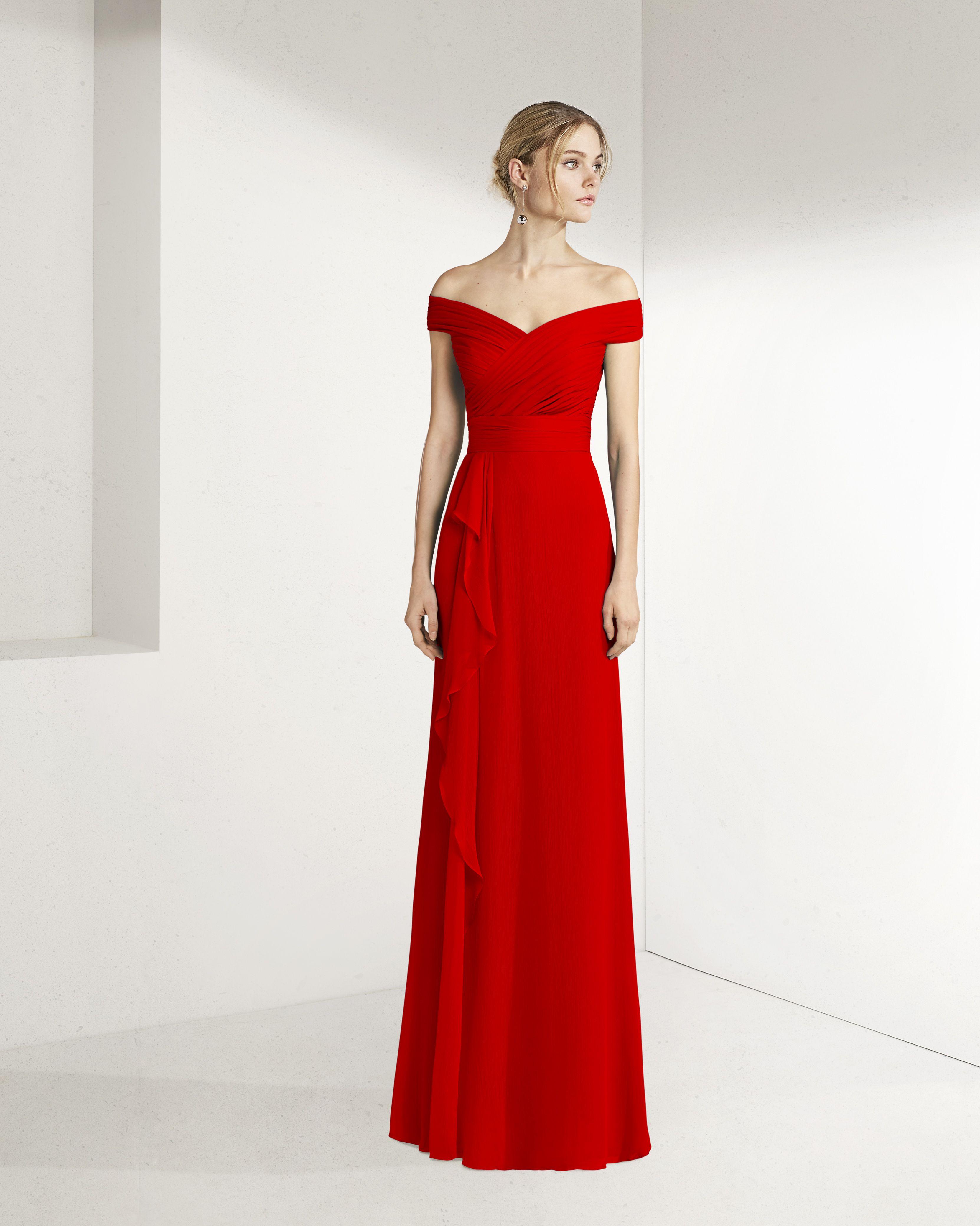 9e6ca84bd Long cocktail dress in silk gauze. Off-the-shoulder neckline with a ruffle  on the skirt. 2019 ROSA CLARA COCKTAIL Collection — Vestido de fiesta largo  en ...