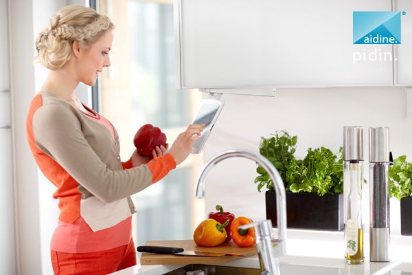Aidine holder for iPad. Kitchen faucet: Oras Cubista.