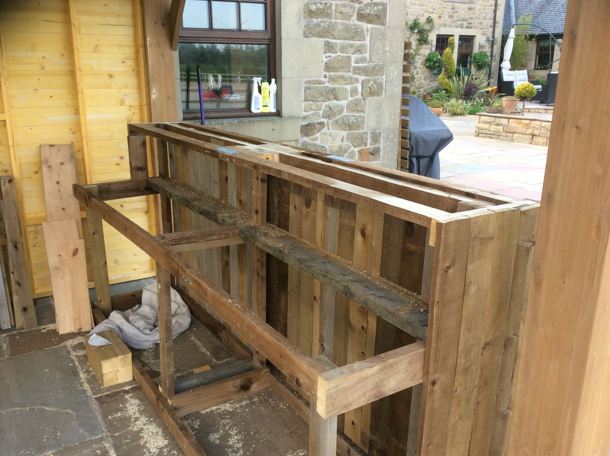 Outdoor Kitchen Recycled Diy Pallet Bar The Dog House