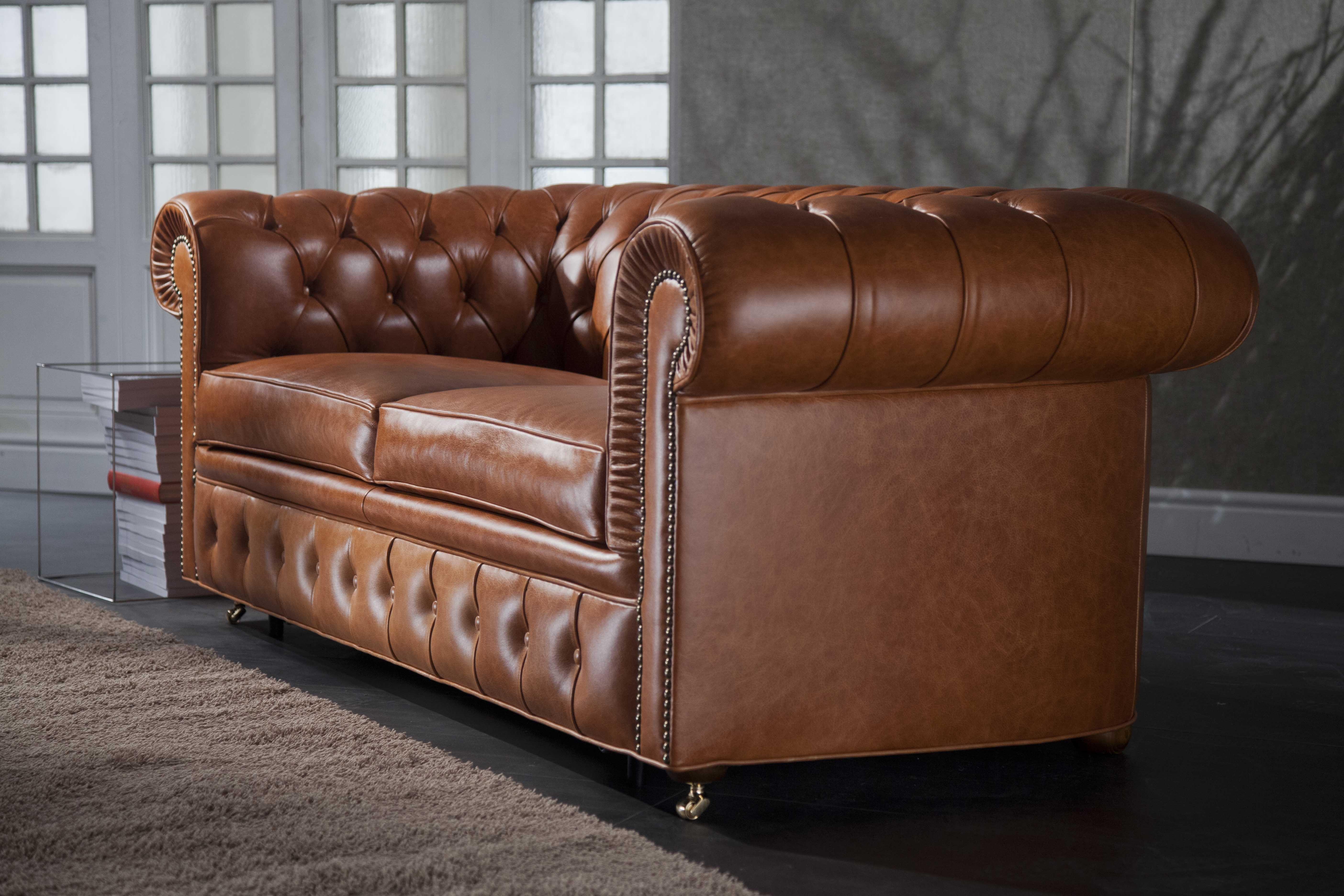 DIvano Chesterfield capitonnè disponibile anche come divano letto ...