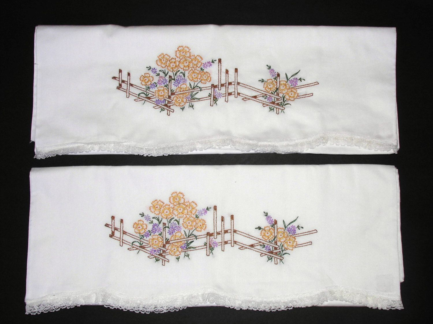 Vintage hand embroidery pillowcasescotton floral design like new