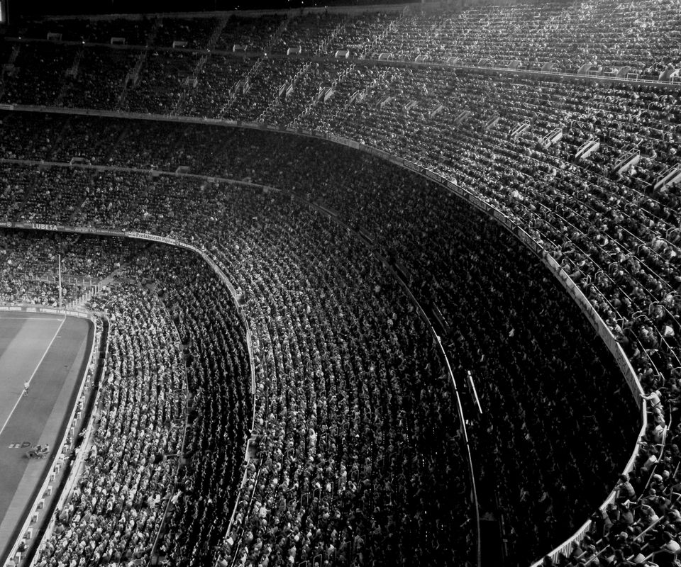 4 Best Ways To Drive Traffic To A Website In 2020 Black And White Camp Nou Football Photography