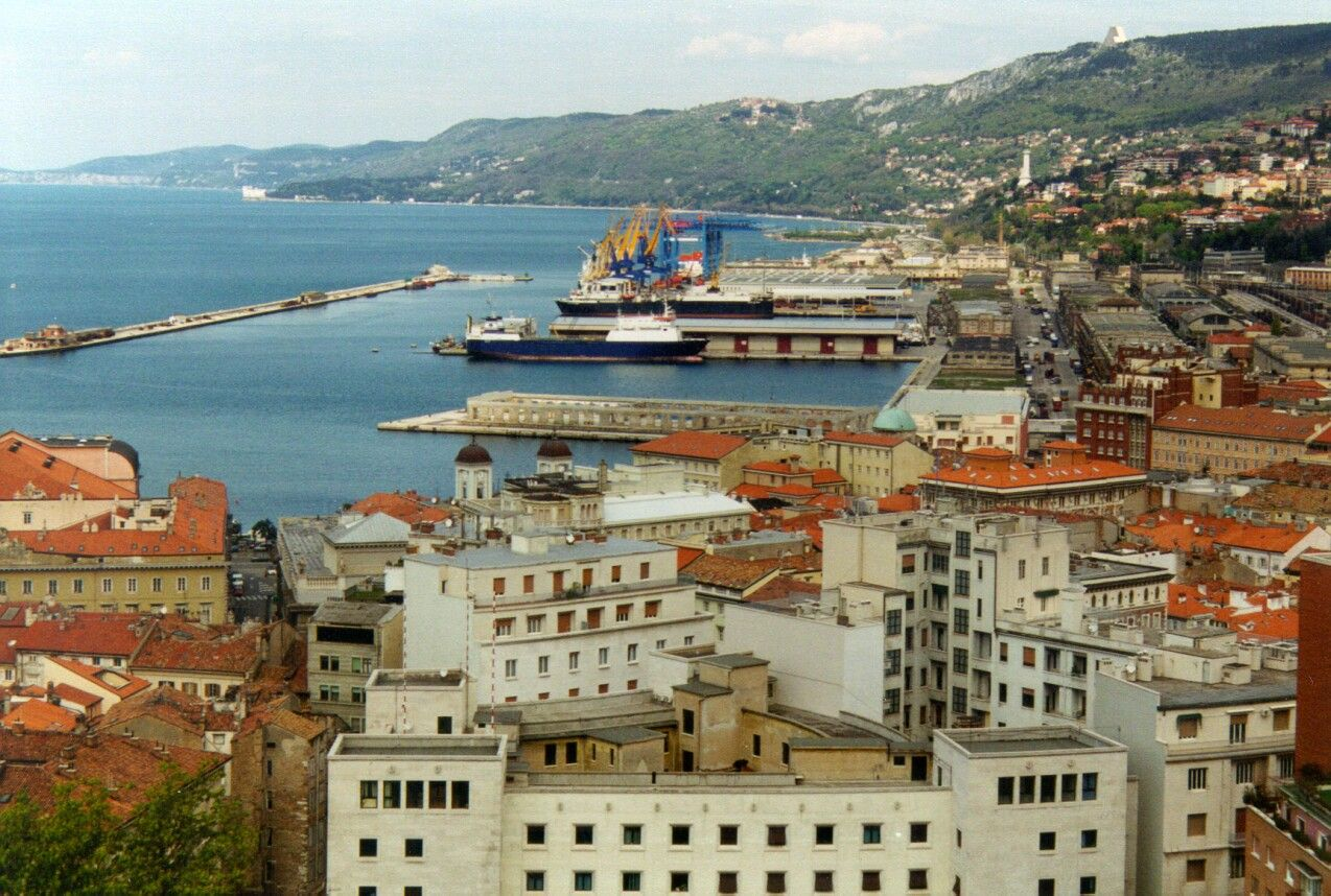 Trieste in northern Italy close to the border of Slovenia. Built on an imposing hill that becomes a mountain.Crossroads for Germanic, Slavic and Latin cultures. Directs flights from Valencia on Ryan air.