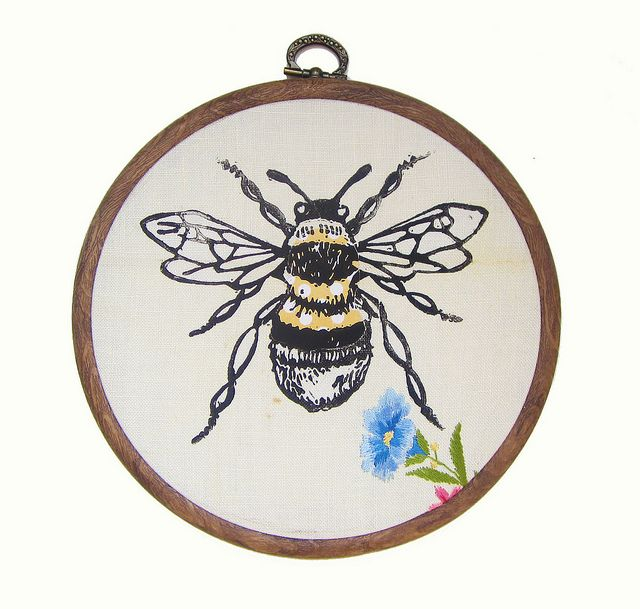 bumble bee embroidery hoop | Stitches | Pinterest