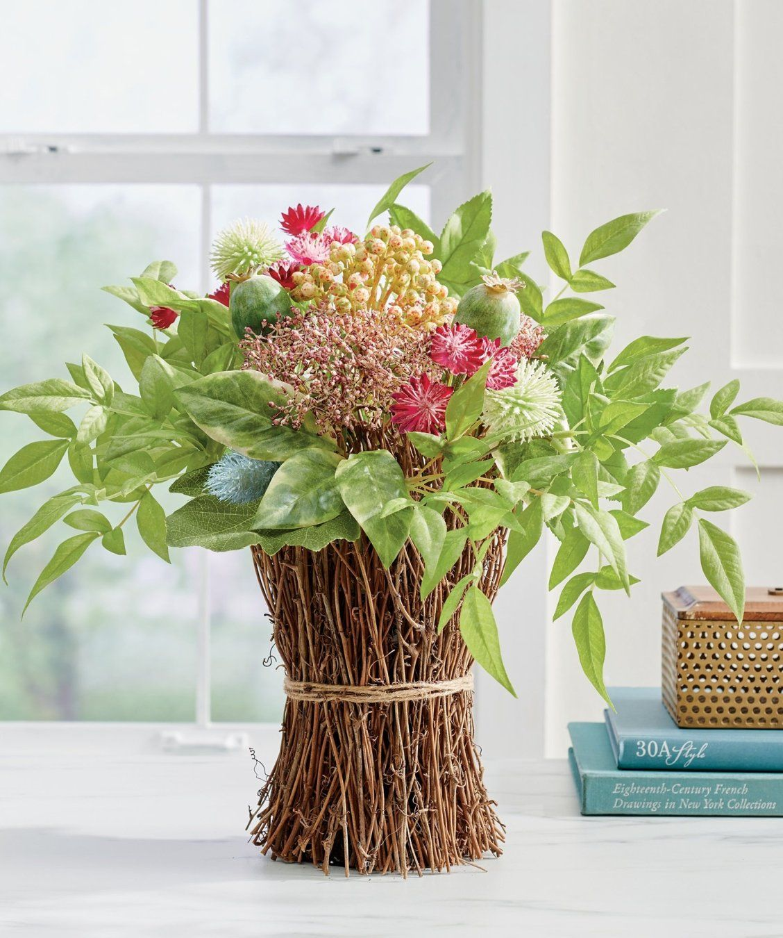 Farmhouse floral arrangement in 2020 with images