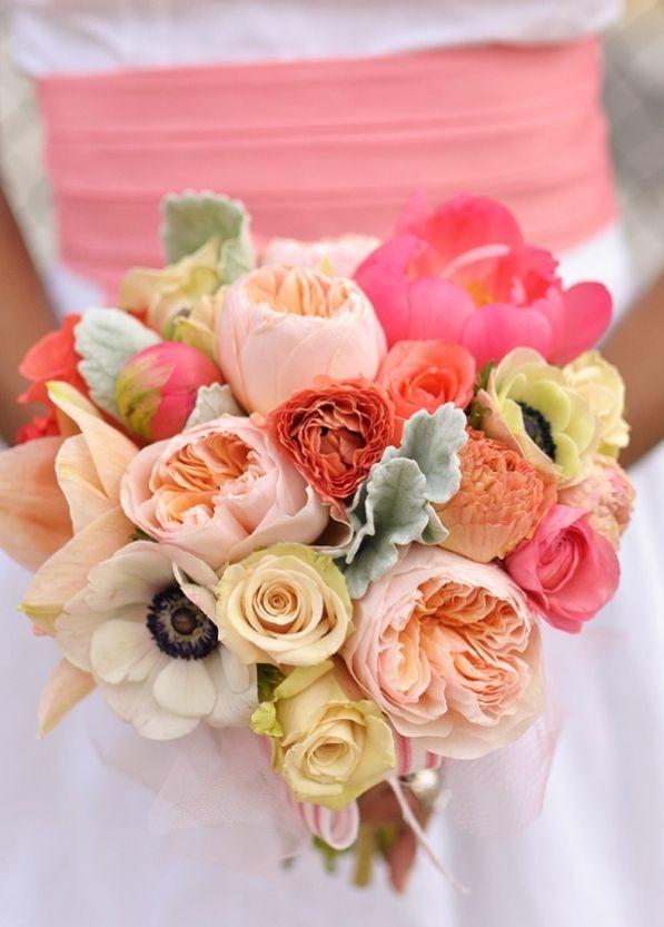 Ирги, свадебные букеты из оранжевых пионовидных роз