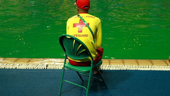 The diving pool at the Olympics has mysteriously turned green Olympics