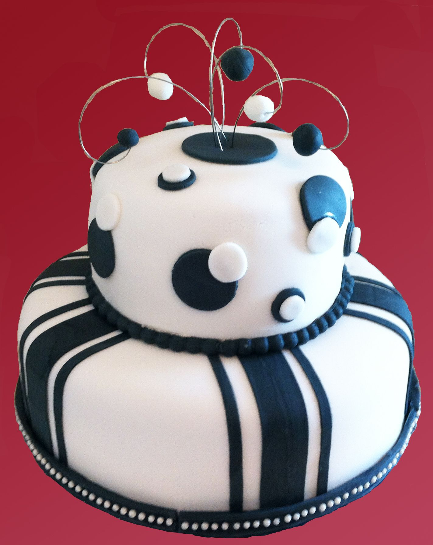 Elegant Black And White Birthday Cake Dreamy Desserts Pinterest