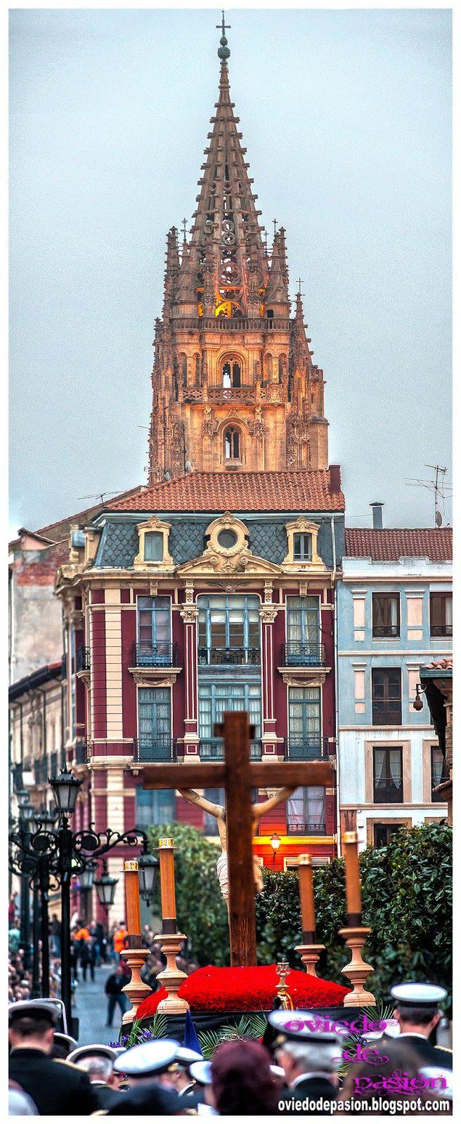 Oviedo De Pasión: Semana Santa Oviedo 2014: Procesión del Stmo. Cristo de la Misericordia (II)