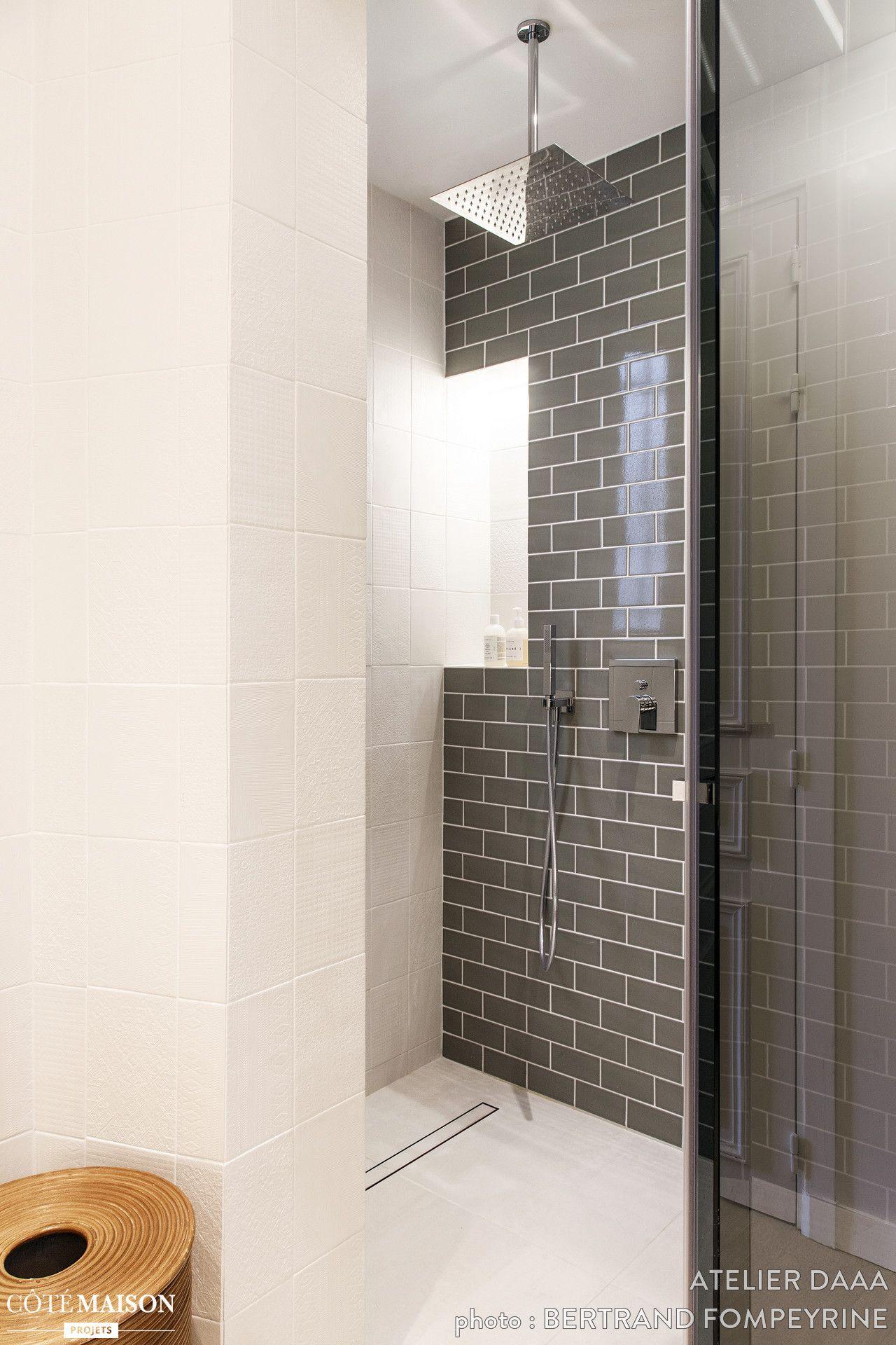 le coin douche a t habill de carrelage m tro dans la salle de bains maison de r ve par. Black Bedroom Furniture Sets. Home Design Ideas