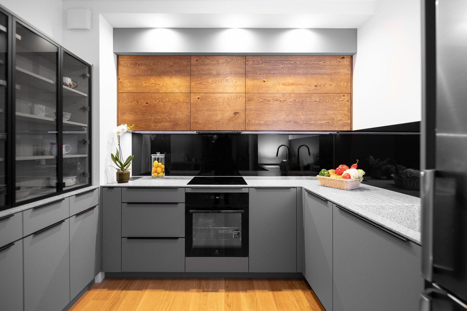 Niewielka Zabudowa Kuchenna Wykonana Z Najwyzszej Jakosci Materialow I Systemow Swiatowej Klasy Kitchen Kitchen Cabinets Home Decor