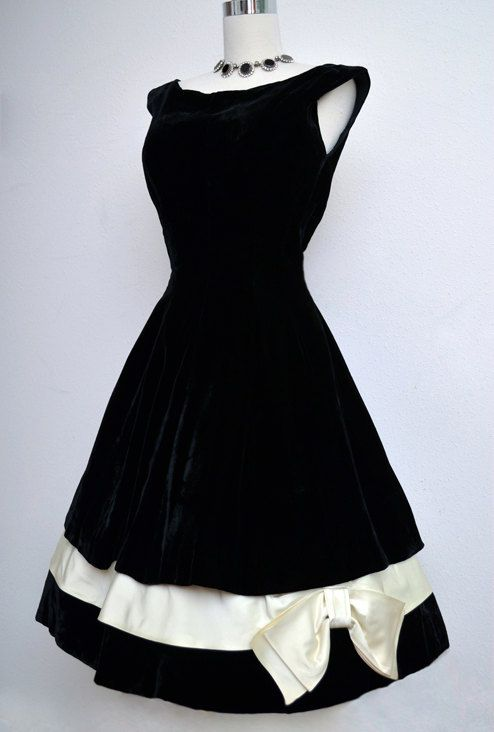 ccb2cd2ed 1950's Velvet Dress | Fashion | Dresses, Fashion, Black velvet dress