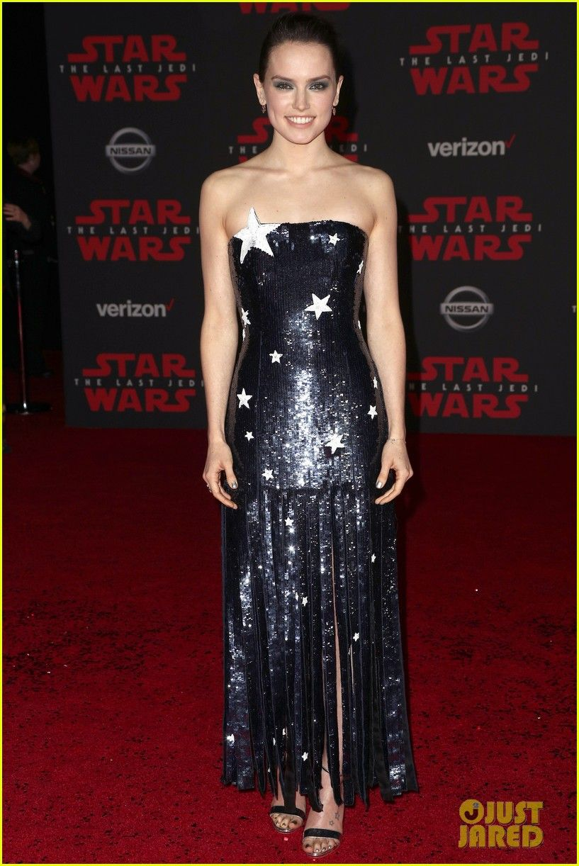 Star Wars Daisy Ridley Is Covered In Stars At Last Jedi L A Premiere Daisy Ridley Star Wars Red Carpet Party Dress Fashion