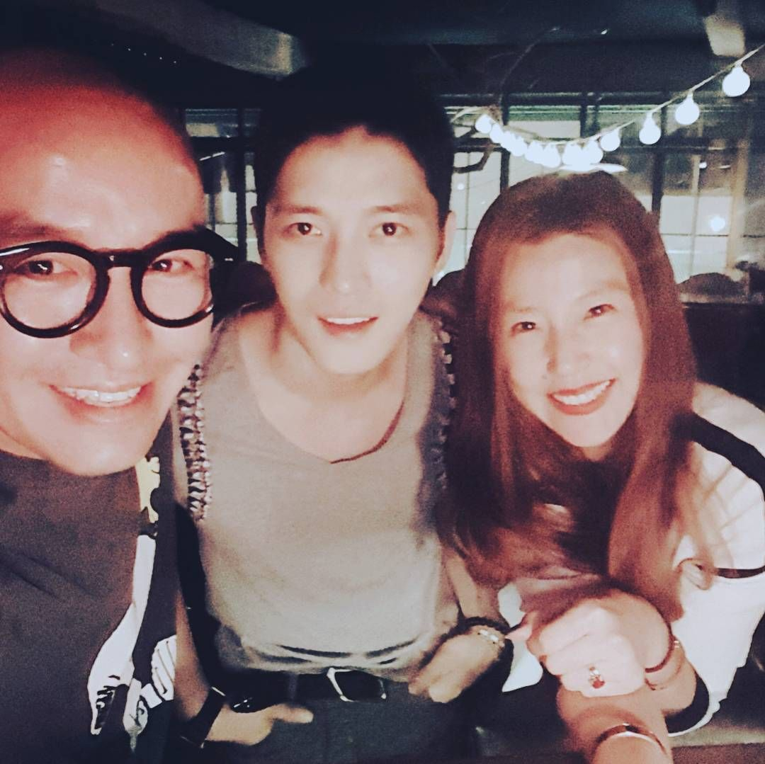160517 Tony Hong shares photos with Kim Jaejoong  [TRANS] Jaejoong came out for a short break last week. Had dinner with Triangle in a long while at MySweet. Jaejoong turned even cooler after enlistment and looks great in short hair. Comeback with even healthier  and more amtre as a person. Waiting for the day I can enjoy your wonderful singing and acting.