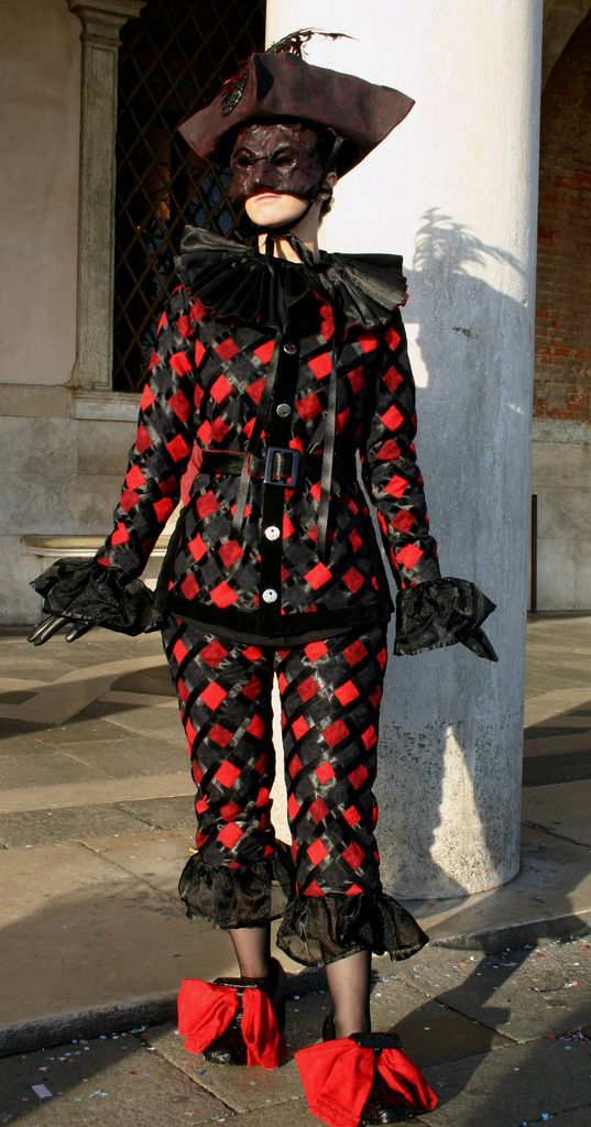 https://flic.kr/p/4vxvdA | Prancing lady in black and red (IMG_3982a) | Taken at the Carnival in Venice, Italy in January 2008.