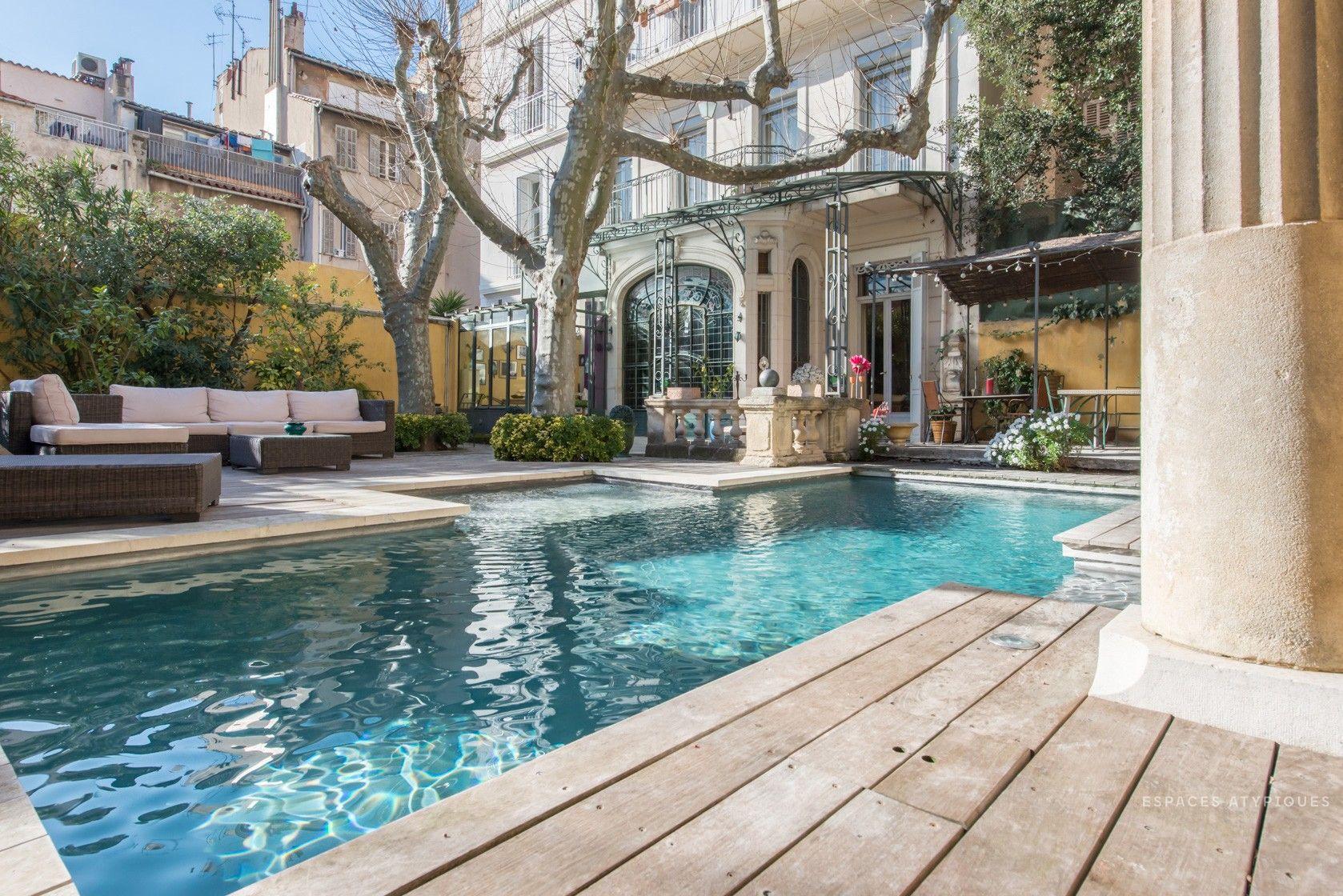 Duplex Avec Jardin Et Piscine Dans Un Hotel Particulier   Marseille
