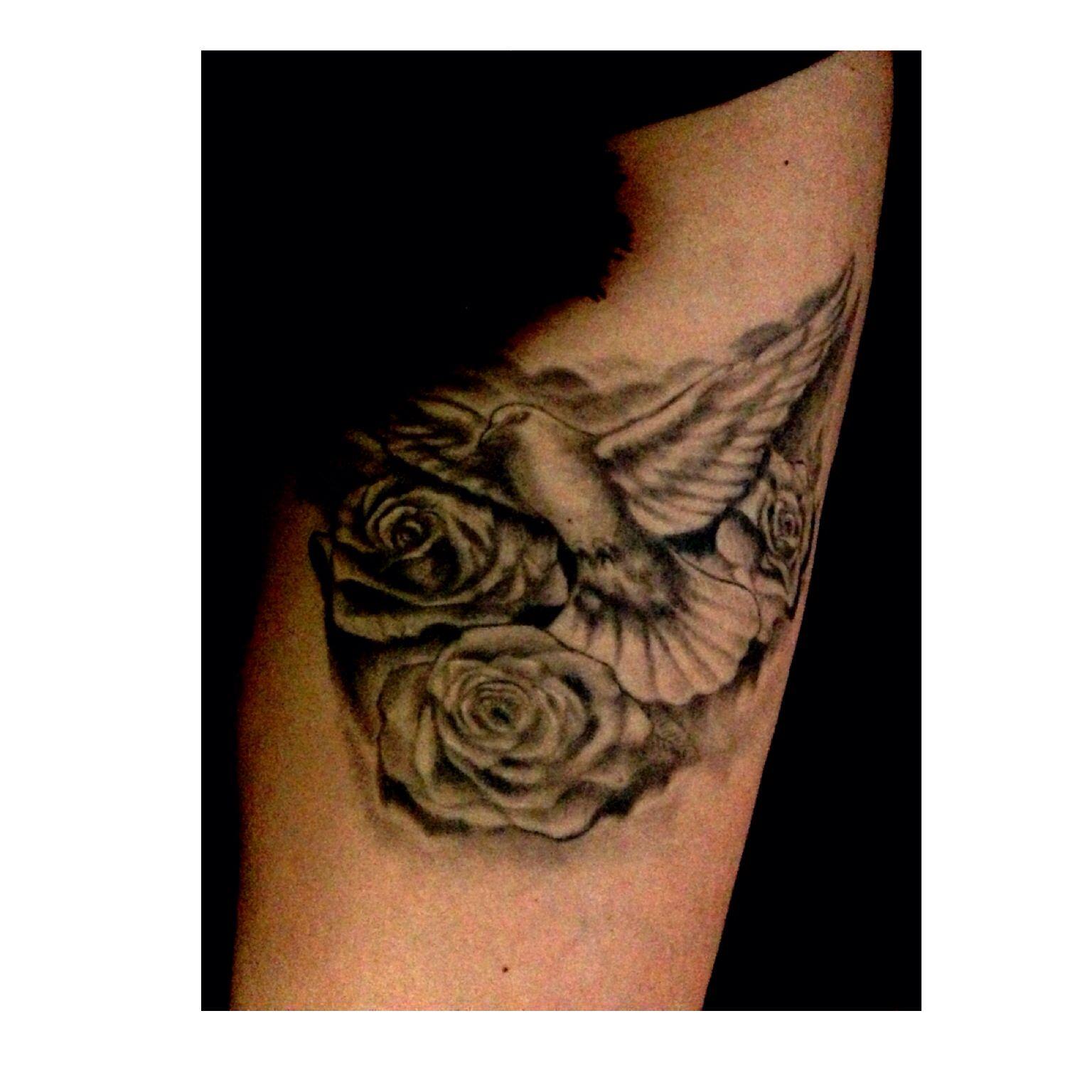 Mon tattoo || Colombe pour ma grand-mère décèdée avec 3 roses pour mon frère , ma soeur et moi ..