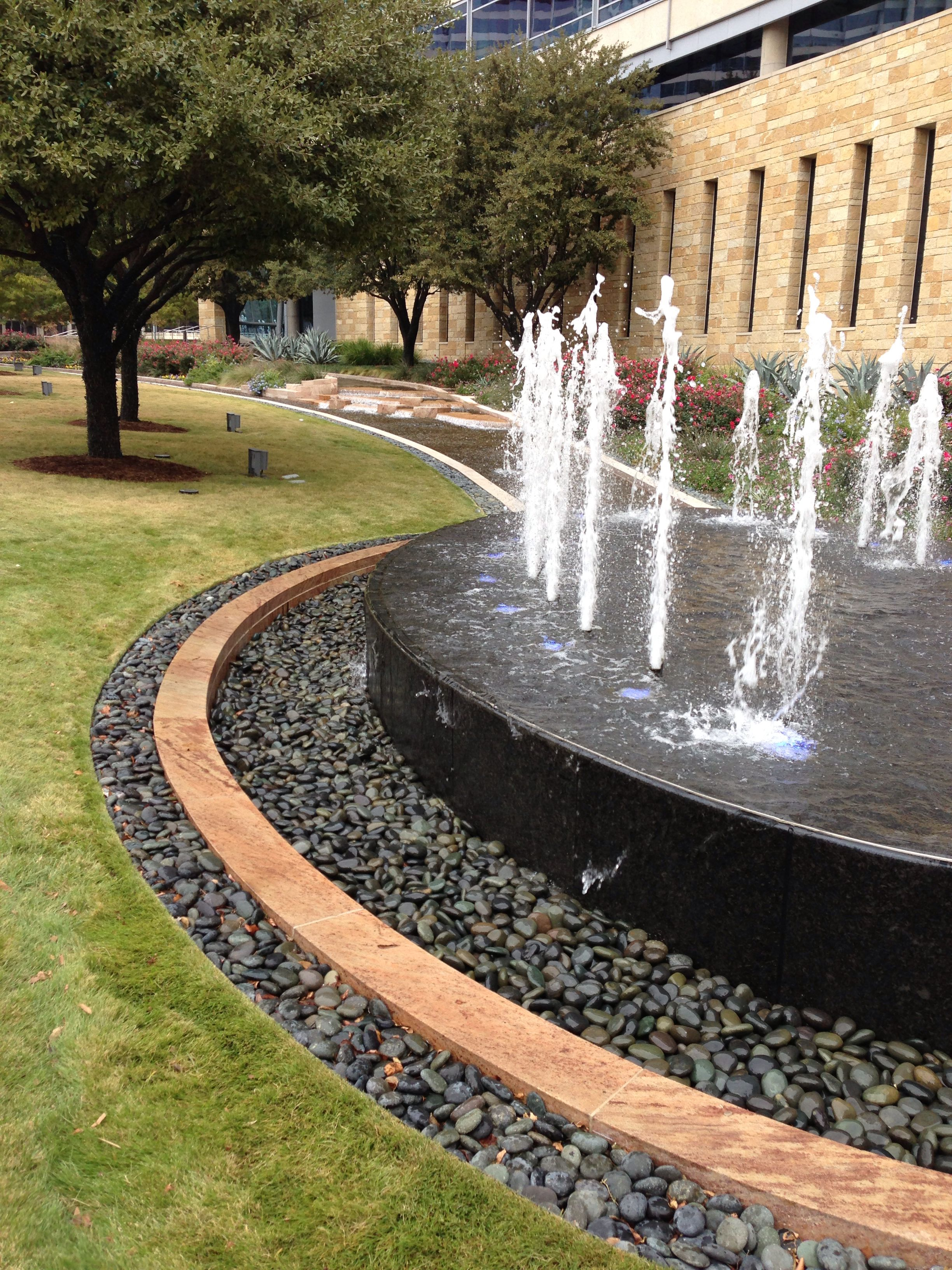 Fountain At Hunt Oil Company Building In Downtown Dallas Texas Www Fountainsdallas
