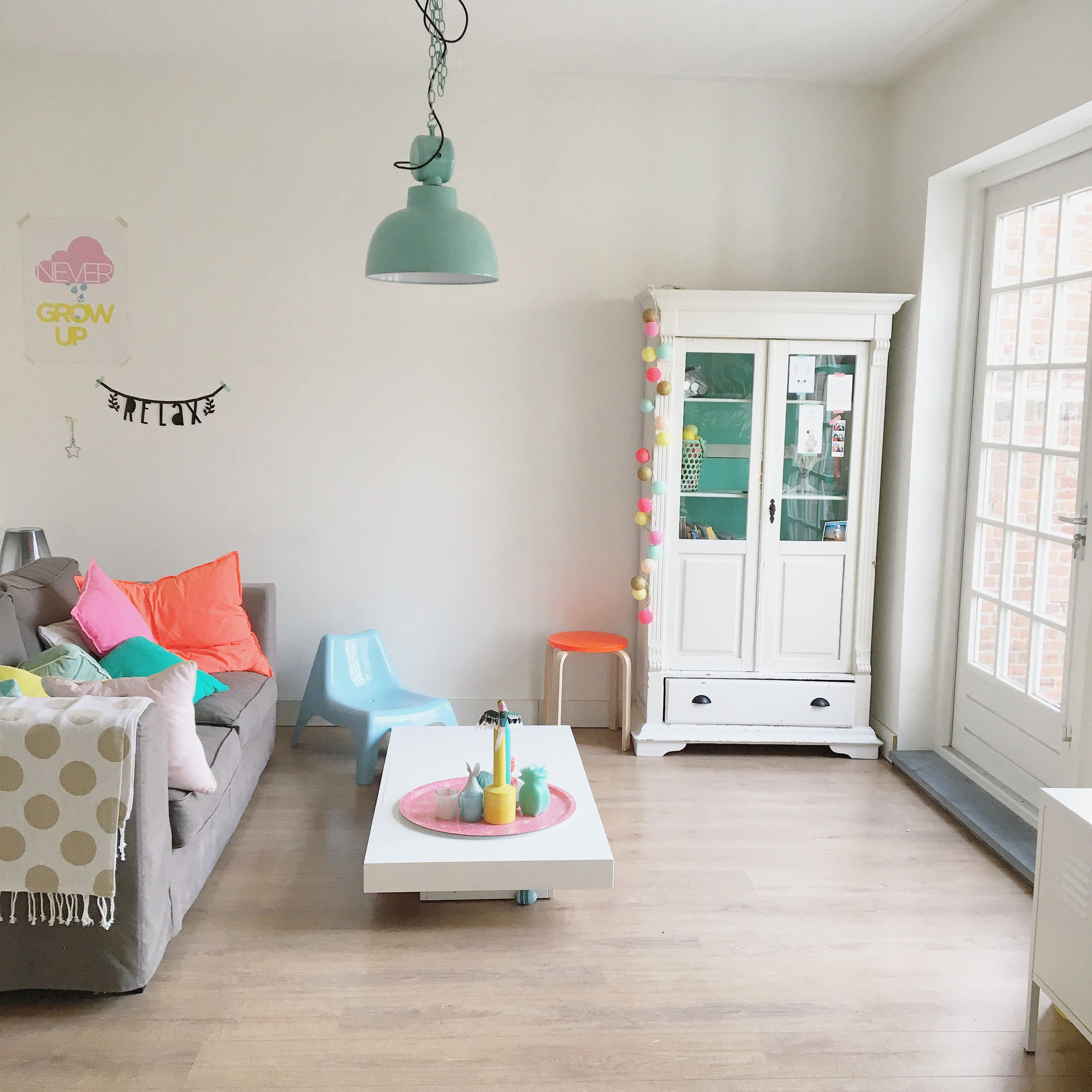 Woonkamer Livingroom Witwonen Witwonenmetkleur Neon Pastels Mint Yellow