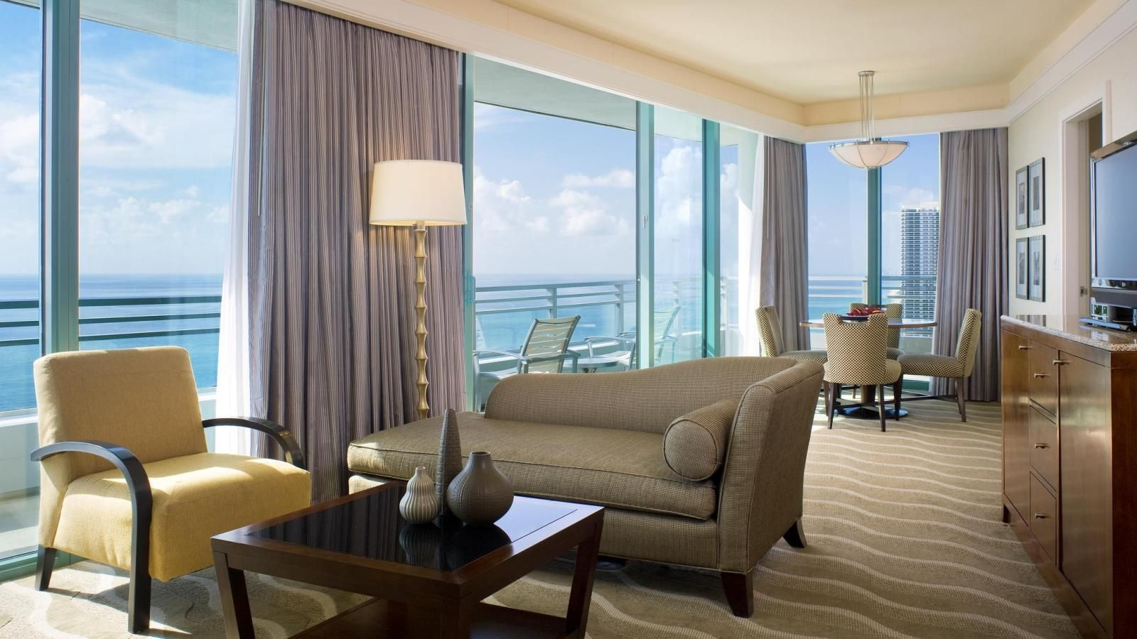 Sitting On A Beautiful Beach In Hollywood Fl The Westin Diplomat Resort Spa Welcomes Guests To One Of Best Hotels Miami And Fort Lauderdale