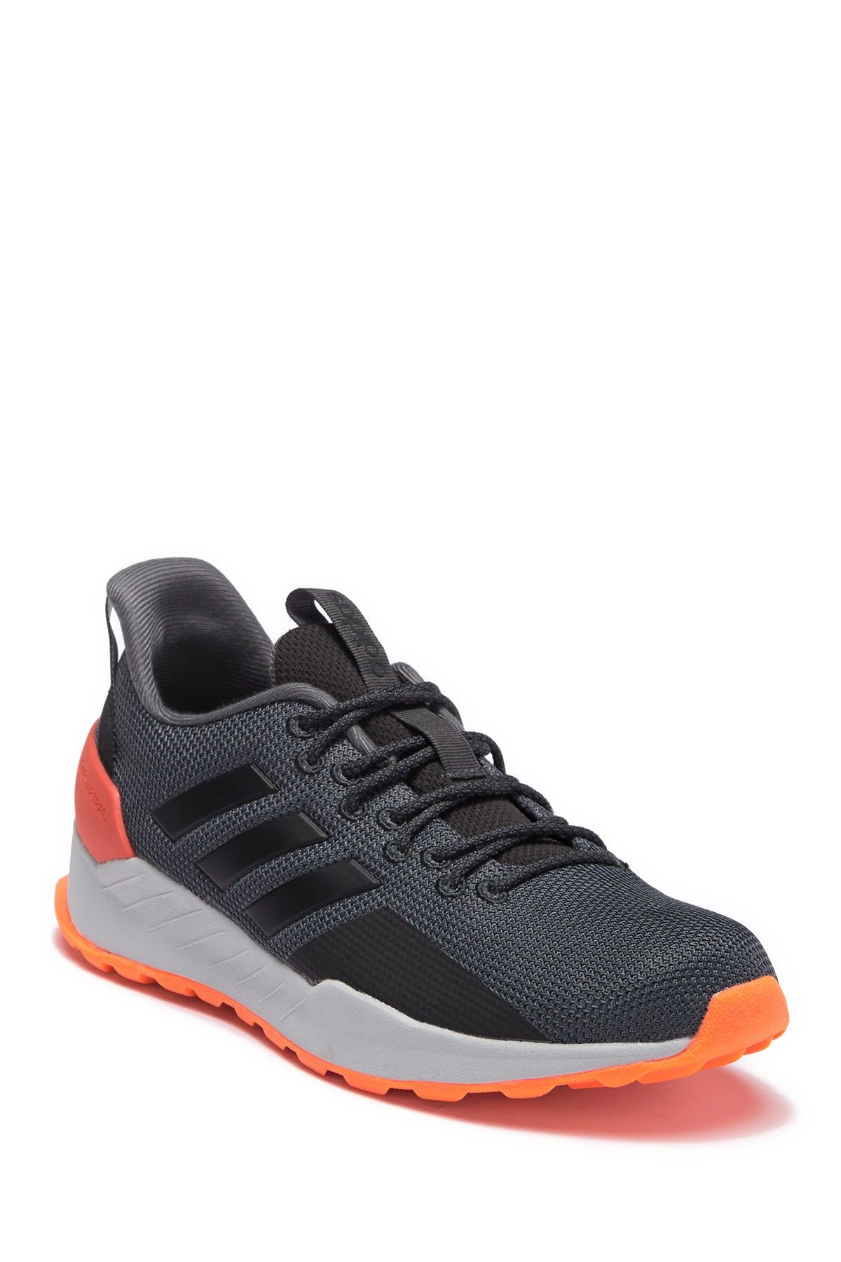Questar Trail Running Sneaker In Carbon