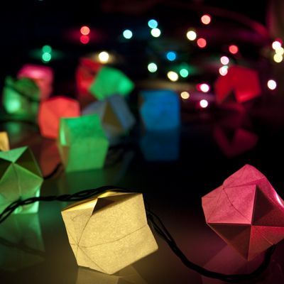 These Are Easy Make Origami Cubes For String Lights - Would be really cute  with all white hung outside - These Are Easy Make Origami Cubes For String Lights - Would Be