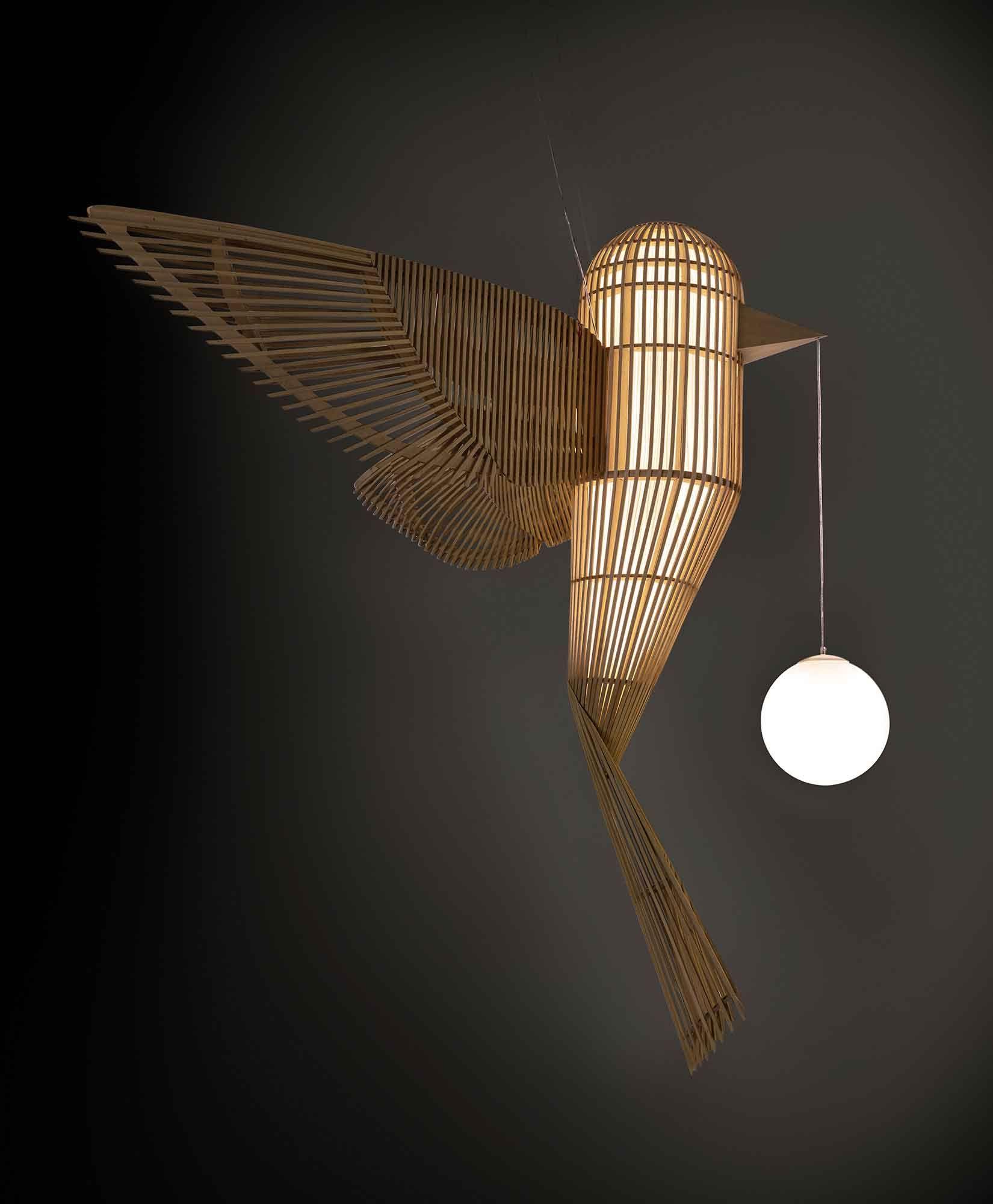 Der Lebensgrosse Big Bird Von Isidro Ferrer Wird In Der Traditionellen Handwerkstechnik Vareta Hergestellt Der Gr Holzfurnier Lampen Design Leuchten Design
