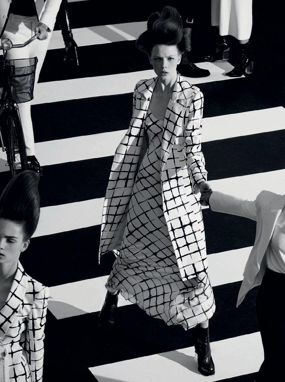 O Preto No Branco: Dani Witt by Paulo Vainer for Vogue Brazil August 2015