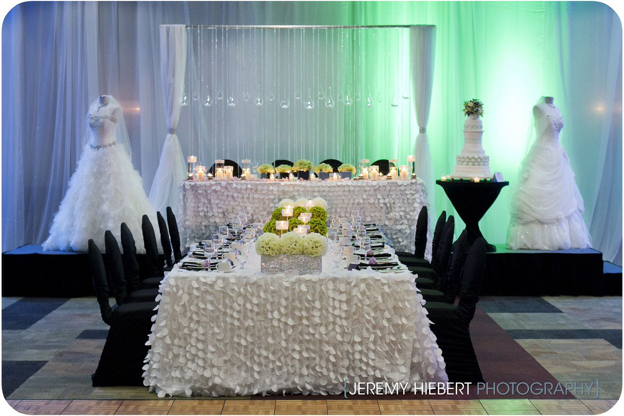 Head Table Layout For Large Wedding Party Bride Groom