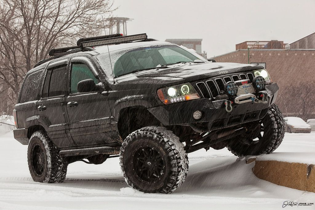 Jeep Grand Cherokee This 1 000 Horsepower Trackhawk Is Ready To Obliterate All Competition On The Street This 5 500lbs 5 Passeng Suv Jeep Dream Car Garage