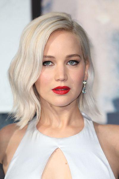 12 Celebrities Whose Platinum Hair Will Have You Jonesing For The Bleach Platinum Blonde Hair Hair Waves Hair Styles