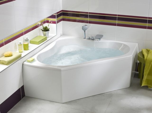 Family baignoire d 39 angle salle de bain pinterest for Baignoire dimension 140