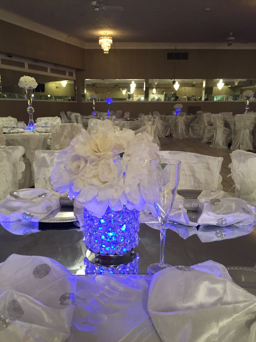 Fill Glass Jar With Clear Glass Stones Put A Blue Glow Stick In The Middle Top With White Fl Tiffany Blue Centerpieces Wedding Centerpieces Blue Centerpieces