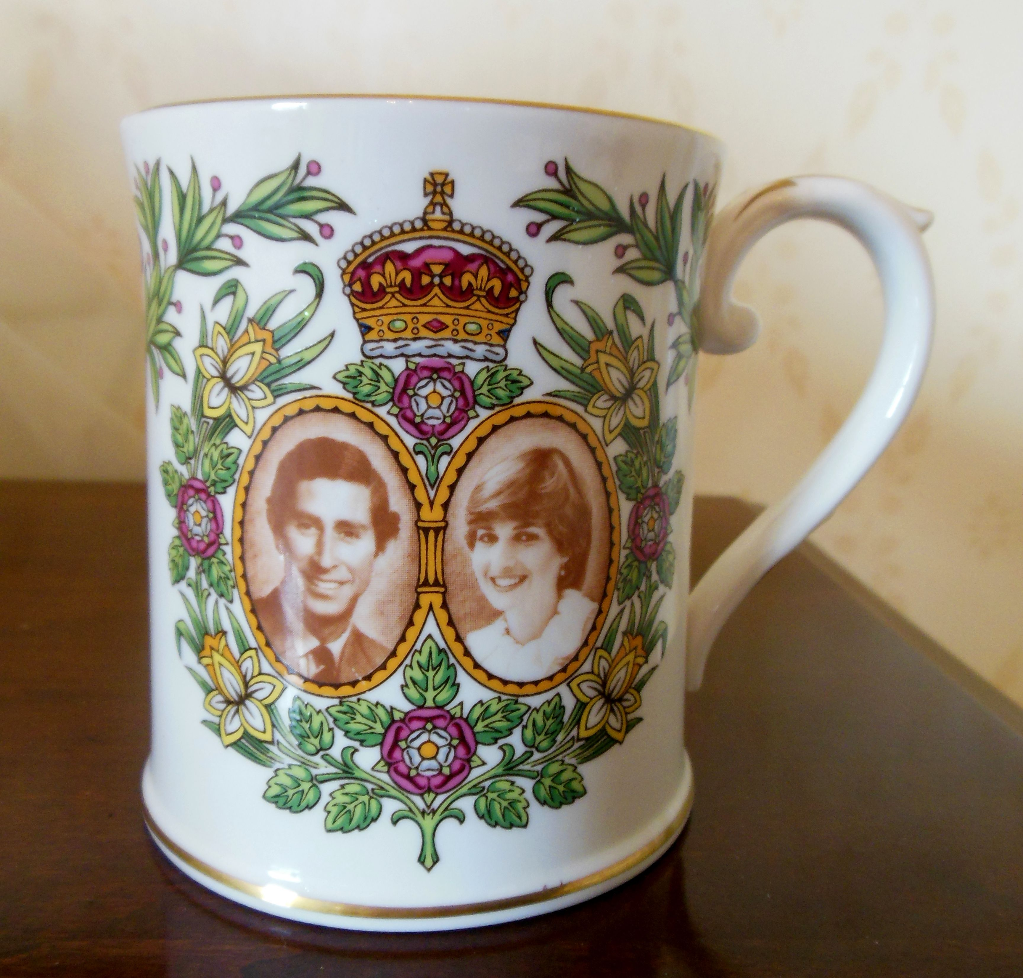Shopkeepers obviously enjoyed creating window displays of royal wedding souvenirs. Many of them were just beautiful.