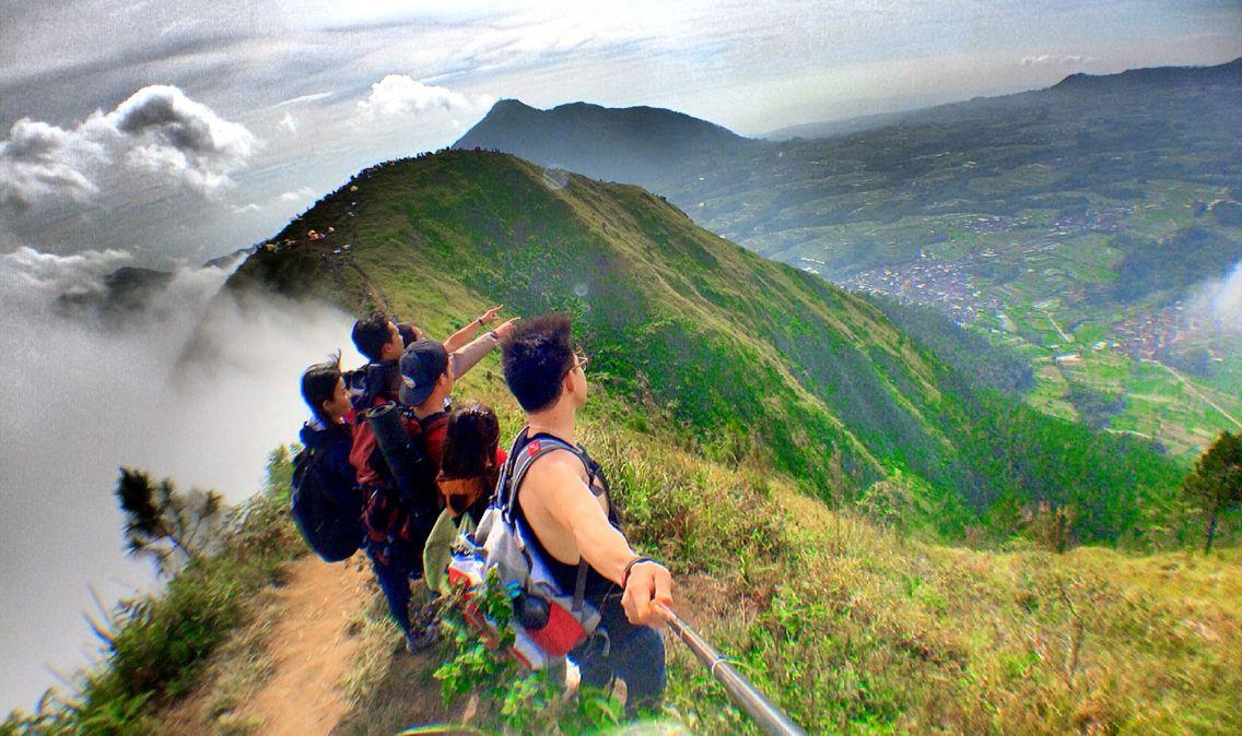Puncak Gunung Andong Viewnya Begini Guys Andong Pemandangan Liburan
