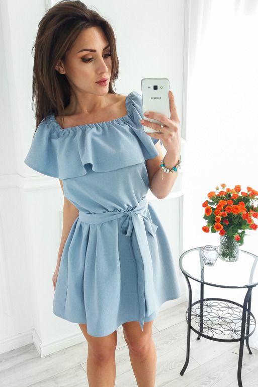 0216730533 Niebieska sukienka z falbanką na ramionach