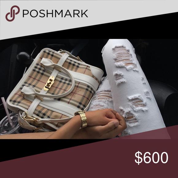 Burberry purse 9/10 mint condition White shoulder bag Bags Shoulder Bags