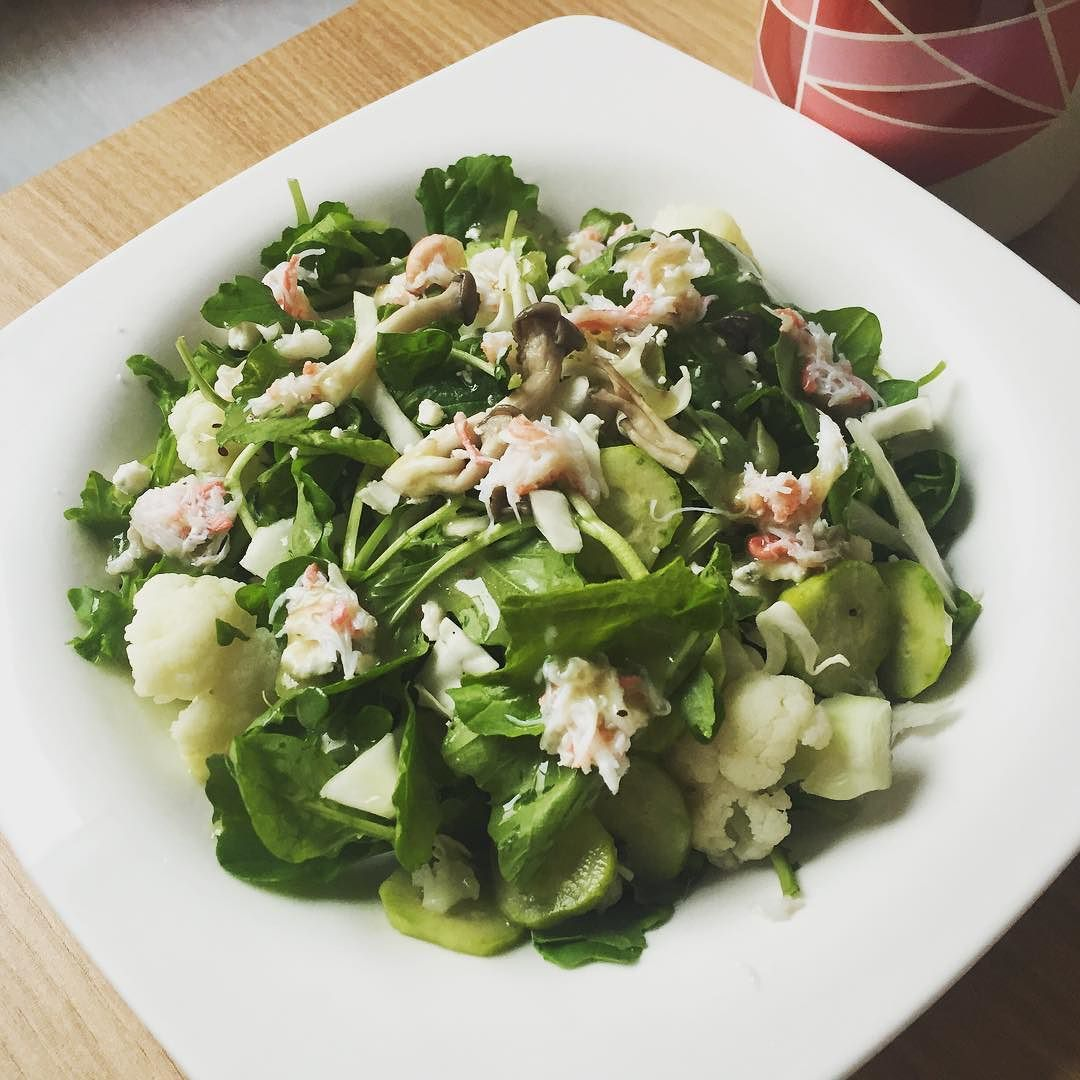 #rucola #salad  with #cauliflower #cabbage #cucumber #bluecheese #oystermushrooms #crab  #한살림  #lowcarb #炭水化物抜き #탄수화물줄이기 #diet #다이어트 #밀가루줄이기  #간헐적단식  #intermittentfasting #ファスティング  #foodstagram #おうちごはん #オイシイ#먹스타그램 #집밥 #꼬꼬집밥 by srhrhm