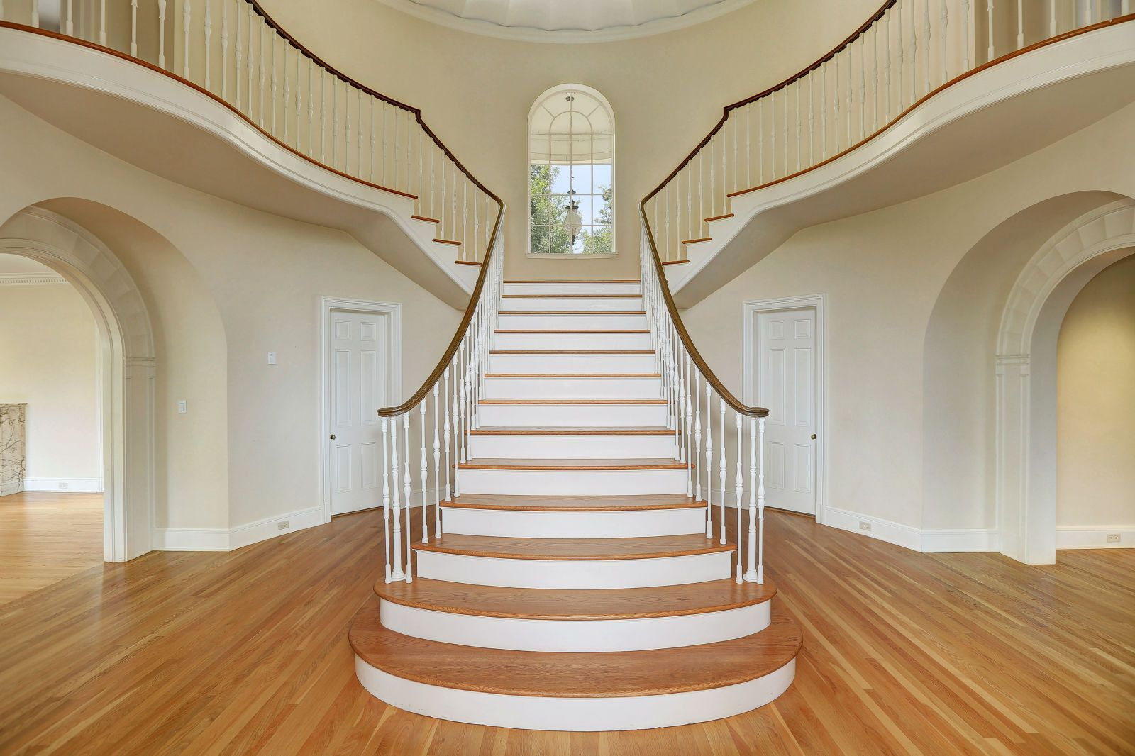 Live Like Joan Crawford In The Mansion From Mommie Dearest Staircase Design Crawford House Stairs