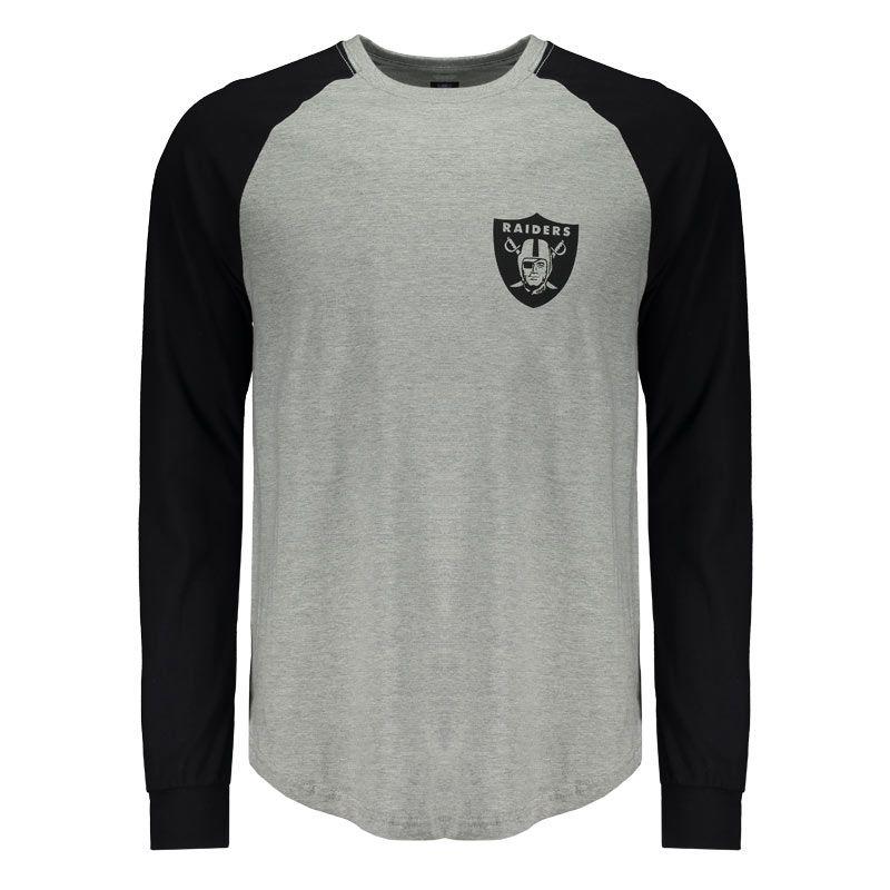 c17f00bf7a Camiseta New Era NFL Oakland Raiders Manga Longa Somente na FutFanatics  você compra agora Camiseta New Era NFL Oakland Raiders Manga Longa por  apenas R  ...
