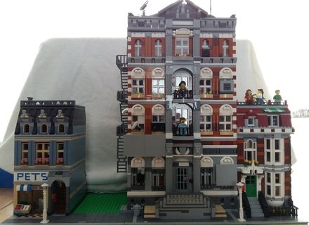 Emmet S Apartment Building From The Lego Movie Modular Lego Building Lego Modular Lego House