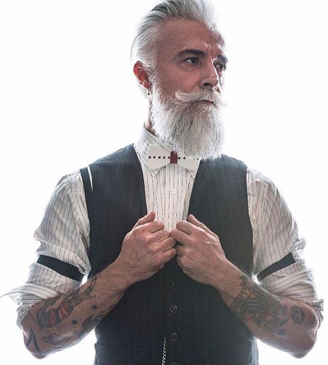 @prosacalwaysmile #italianstyle #papillon #gentleman #accessory #abbigliamento #vintage #tattoos #barba #modelmale #beardoil #model #oldschooltattoo #dandy #mustache #mustachewax #model #alessandromanfredini #beard