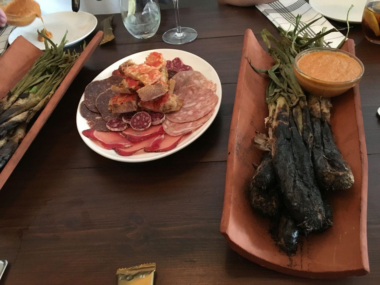 """Can Xarc - Ibiza. Comida catalana, Muy recomendable! Nos encantan los """"calçots"""" y también los """"caracoles a la llauna"""""""