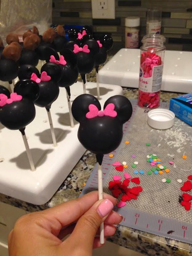 Pops By Lisa: Minnie Cakepops Tutorial. 2/12/15: Nailed it ... Mickey And Minnie Cake Pops Instructions