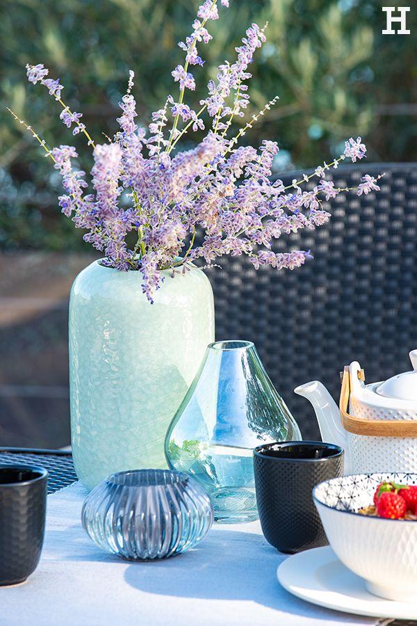 Verschiedene Formen, Farben und Vasen dürfen im Frühling ...