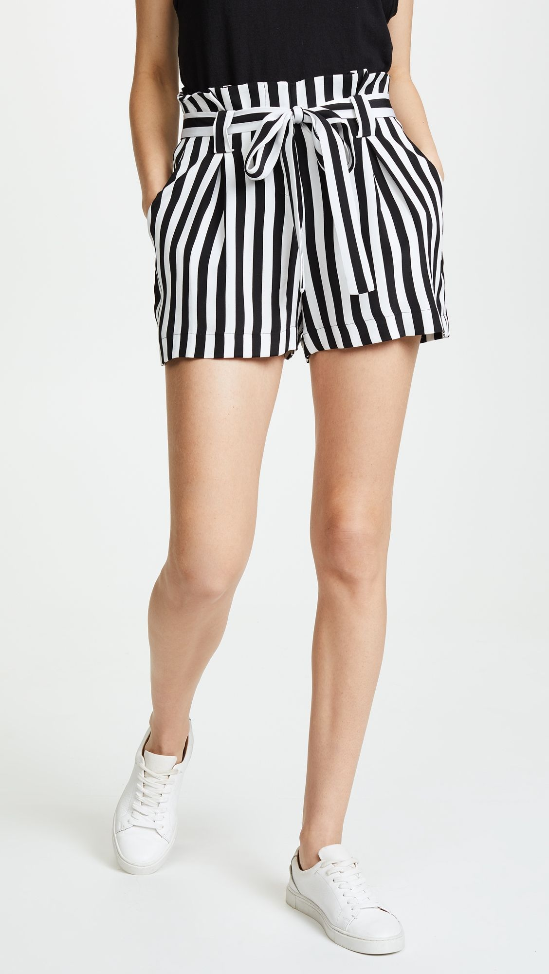 deedab2c L'AGENCE Alex Paper Bag Shorts Casual Attire, Casual Summer Outfits, Short  Outfits