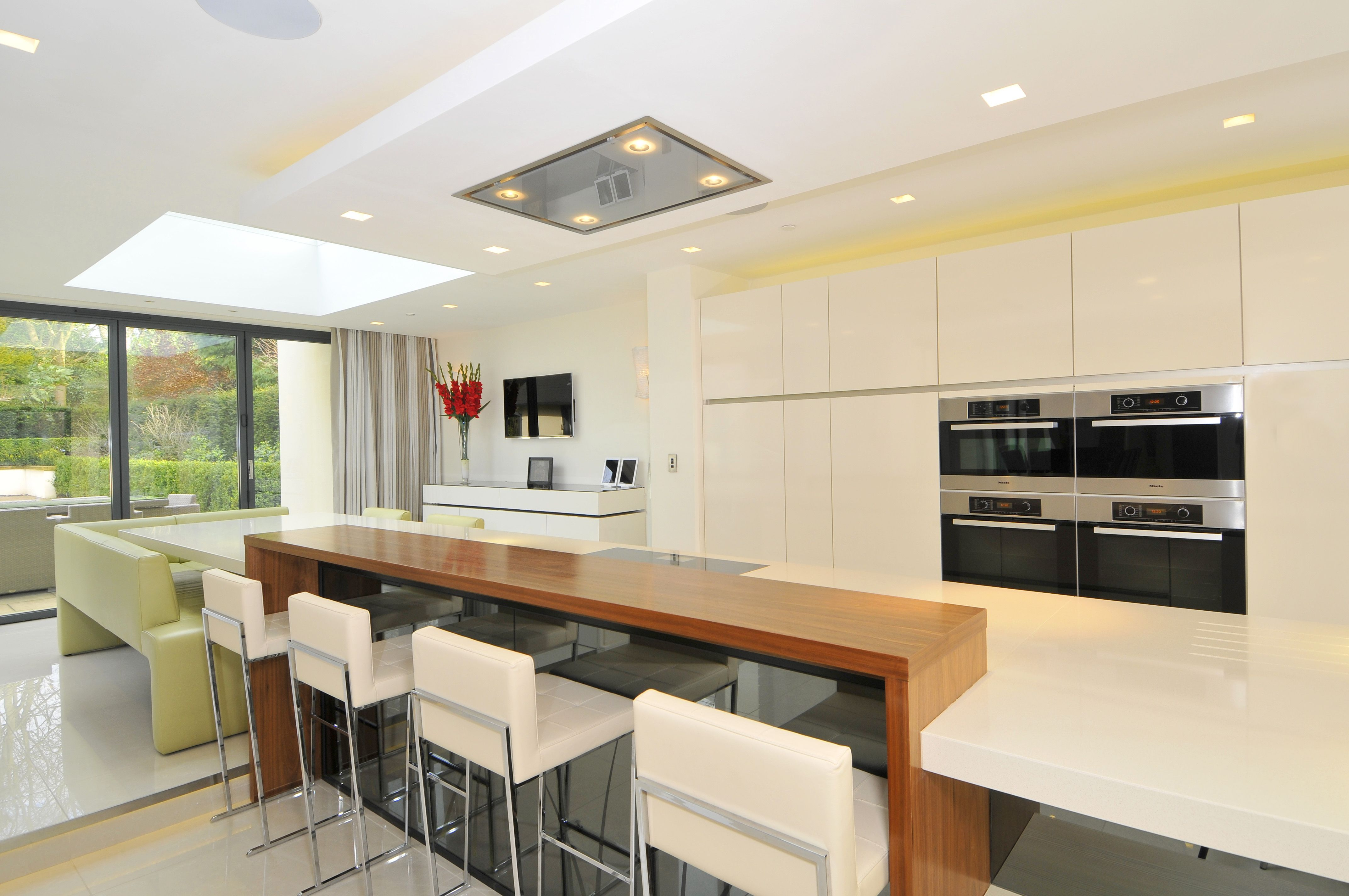 SieMatic magnolia white gloss contemporary kitchen and sand pine ...