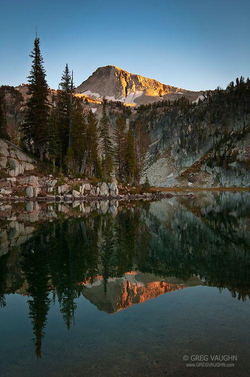 Eagle Cap mountain and Mirror Lake at sunset; Lakes Basin, Eagle Cap Wilderness, Wallowa Mountains, Oregon.