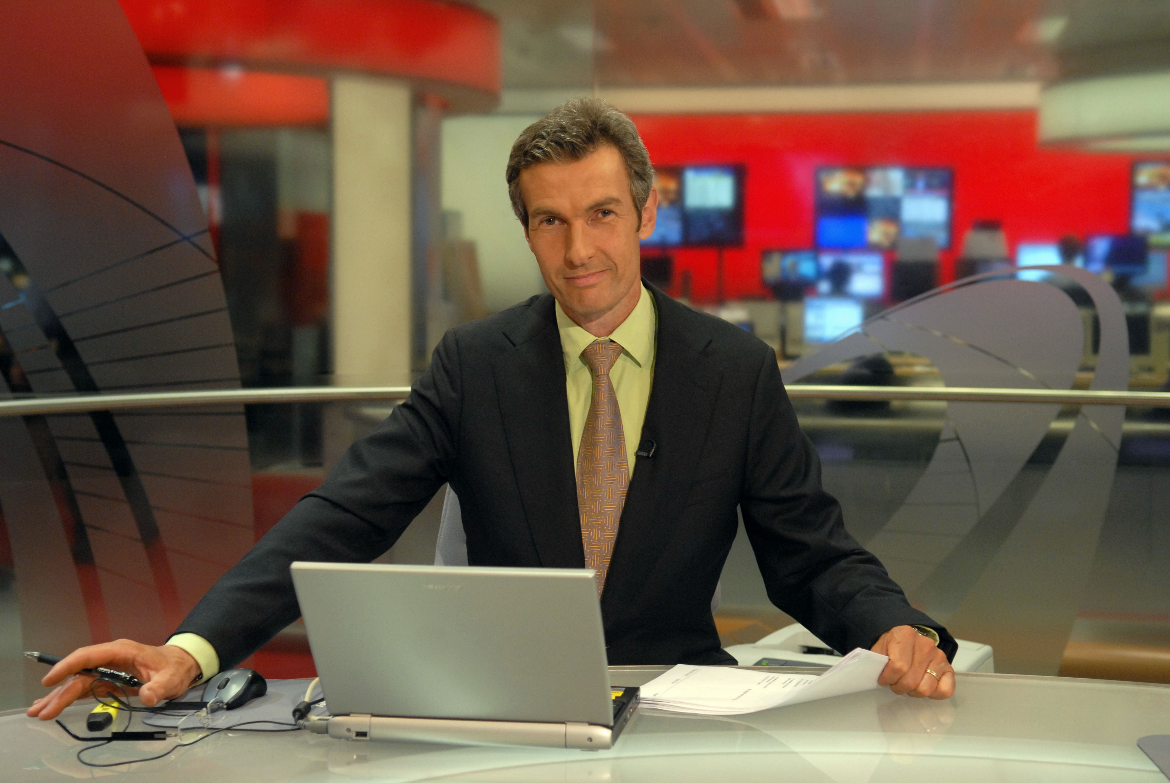 Mike Embley Bbc World News Bbc World News Tv News Viral Videos Funny