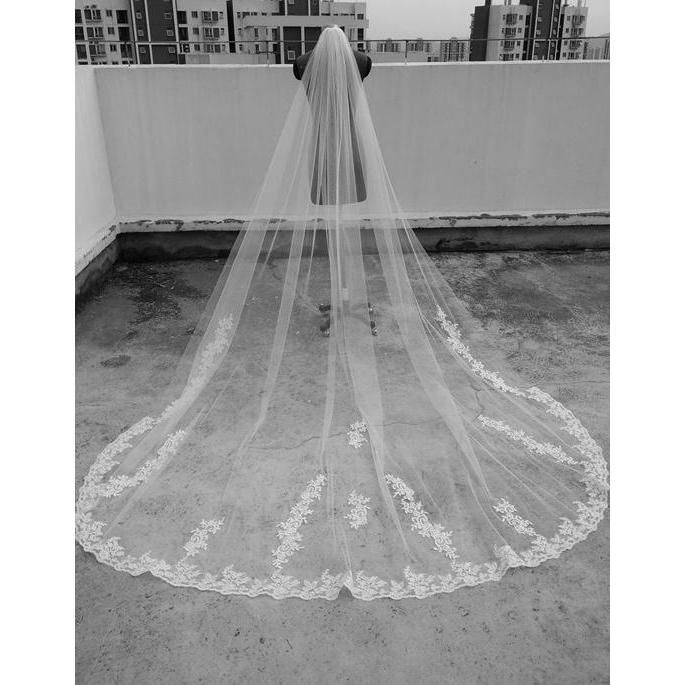 Item Type: Bridal Veils Veils Layers: One-Layer Veils Edge Style: Lace Edge Technics: Appliqued Material: Polyester Length: 3 Meter Material : Superior fabric